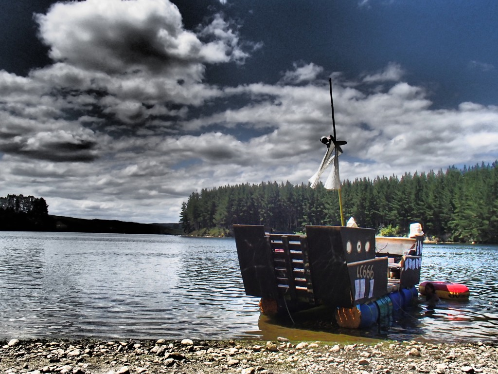 The pirate ship at the lakepic by Raúl Fragoso