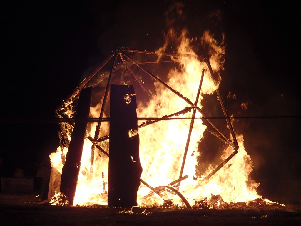The burning of the 'Temple'pic by Raúl Fragoso